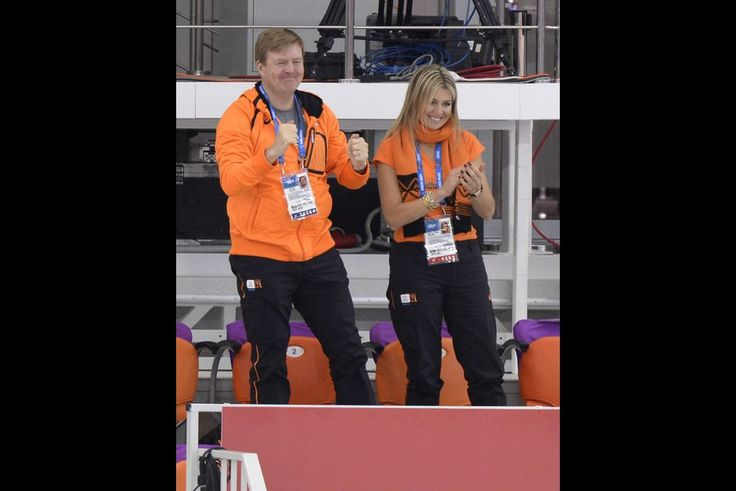 Des supporters royaux aux J.O. de Sotchi - L'incroyable ferveur de Maxima et Willem-Alexander. On les savait très relax, mais avec les Jeux Olympiques d'Hiver, Maxima et Willem-Alexander nous surprennent encore. Dans les tribunes de Sochi, le roi des Pays-Bas et sa reine forment le meilleur tandem de supporters des athlètes oranges. Le couple royal a d'ailleurs été rendre visite à l'équipe néerlandaise au village olympique.