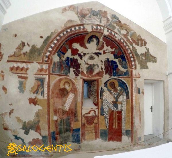 Affresco nella congrega di Maria Assunta in Cielo, Botrugno. Ciò che rimane dell'impianto medioevale a rito greco della chiesa originariamente dedicata a San Nicola di Mira.