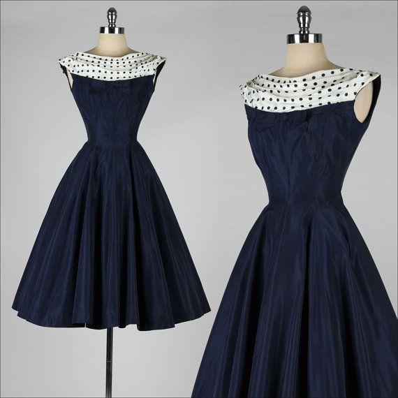 vestido vintage de los años 50. azul marino. por millstreetvintage                                                                                                                                                                                 Más