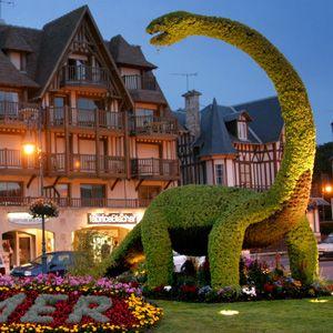 Le célèbre dinosaure de Villers-sur-Mer © Greg Wait Calvados Tourisme