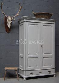 Oude linnenkast stoer-landelijk grijs | Old BASICS | Demontabele  kledingkast in sierlijke landelijke / brocante stijl | www.old-basics.nl | webshop | brocante -  industrieel - vintage _ gewei _kruk Warderobe shabby chic country living