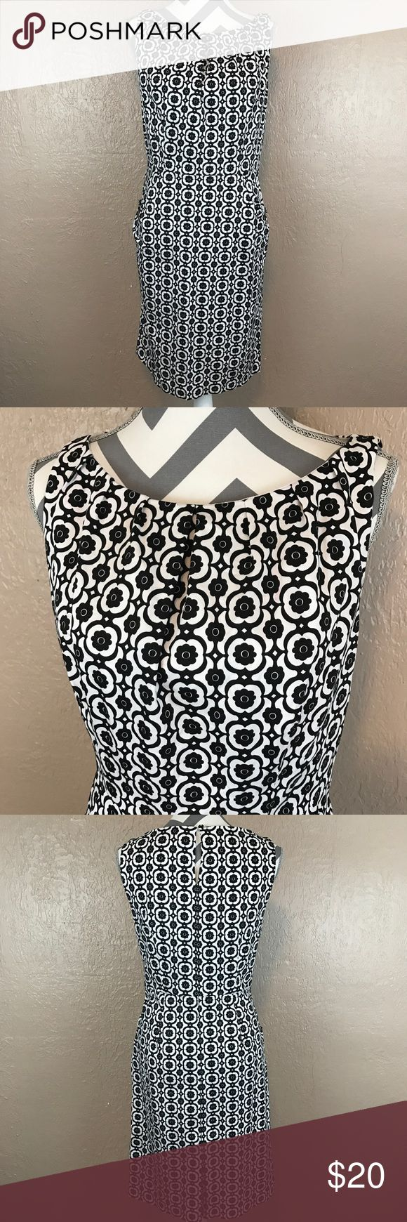 Nine West Sleeveless Sheath Dress Excellent condition. Black and white pattern with pleated neckline and front pockets. Lined top. Side zip. Keyhole back with button. Back skirt slit. Women's 12. Smoke free home. Ships next day! ❤️ accepting offers and bundle discounts ❤️ Nine West Dresses