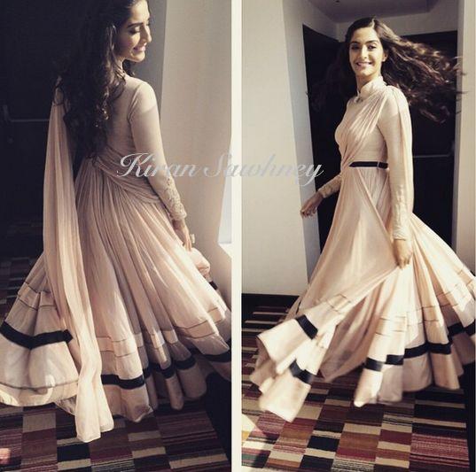 Top Indian fashion and lifestyle blog: Sonam Kapoor in Shantanu and Nikhil