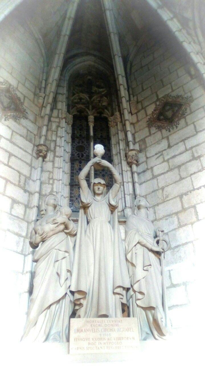 Triple Diosa? Catedral de Barcelona. Magica.