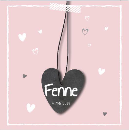 Wat vind jij van dit geboortekaartje voor een meisje? Een lieve roze achtergrond met een stoere krijtbordlook door het hartje.