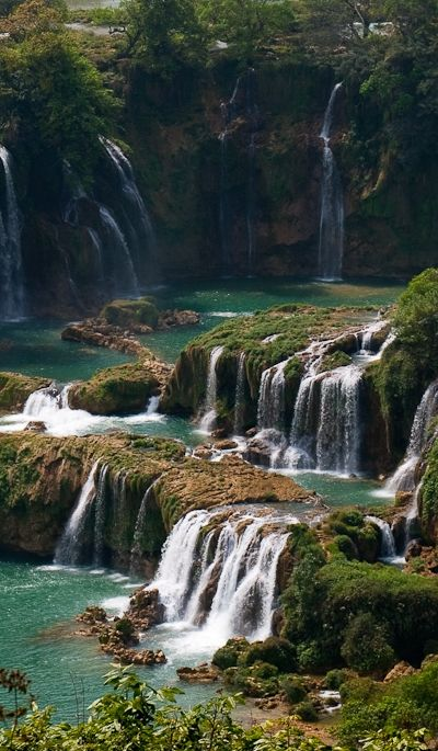 Visit this awesome waterfall http://666travel.com/ban-gioc-detian-falls-vietnam-china/ (Ban Gioc–Detian Falls - Vietnam / China)