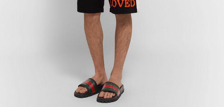 Gucci Las chanclas han trascendido sus raíces de vestuario para convertirse en una opción cool para salir a la calle durante el verano. Cada vez son más los diseñadores que, enfocándolas como si fuera un calzado normal, las incluyen en sus colecciones. Todo indica que las chanclas han llegado...