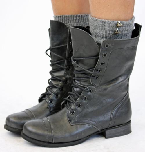 Женская обувь в стиле милитари на косом каблуке