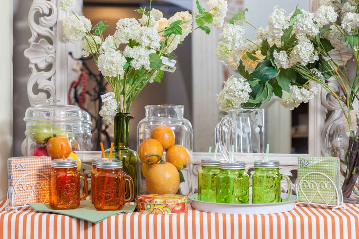 🌿🌻🌳Above us flower trees forming beautifully arched arcades. Pumpkins and oranges placed in a glass-jar enlighten our inner side, colourful juice glasses oscillating between green and red. 🌼🍀💛