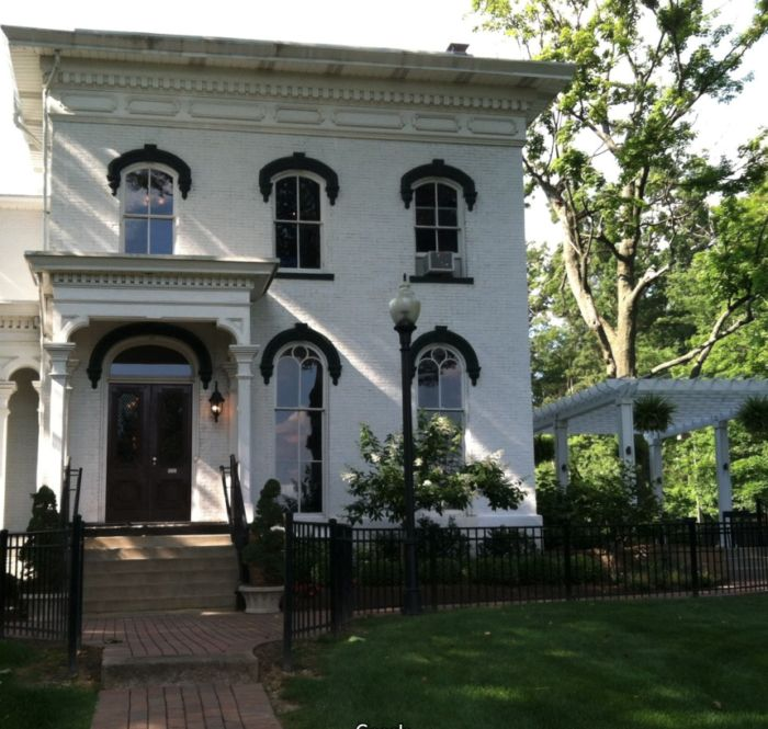 The building is situated on 4 gorgeous, rural acres and features beautiful Italianate architecture. The mansion was originally built in 1869 and was in the Hart family for more than 90 years.
