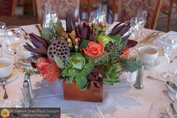Dark Wood Centerpiece : The centerpieces were created in dark wooden boxes using a
