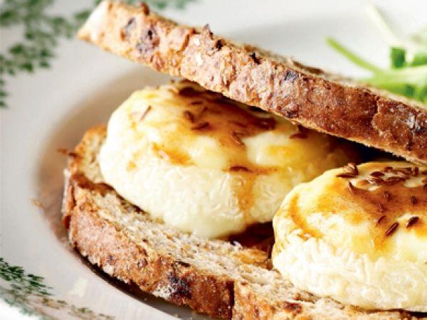 Toast met geitenkaas en honing - Libelle Lekker!