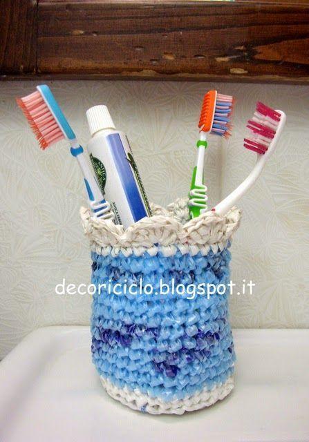 decoriciclo: Porta-spazzolini all'uncinetto, con sacchetti di plastica