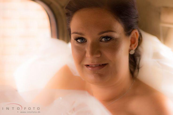 Bruden ankommer / The bride arrives #Bryllup #Wedding #Bryllupsfotograf #Intofoto #Bryllupsfoto #Bryllupsfotografering #Hillerød #Nordsjælland #Brud #Bride
