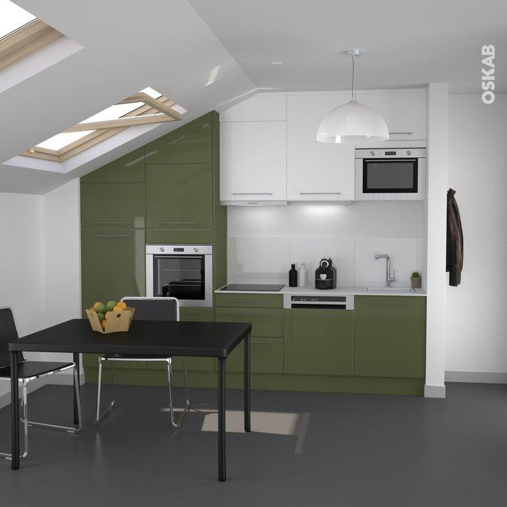 cuisine verte et blanche moderne et sous pente, implantation en i