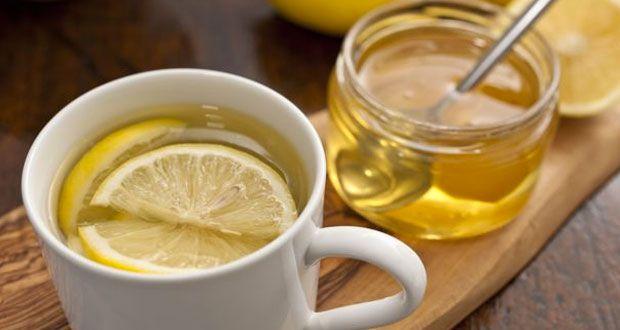 Cette femme a bu de l'eau avec du miel et du citron chaque matin pendant un an, ce qui lui est arrivé est extraordinaire