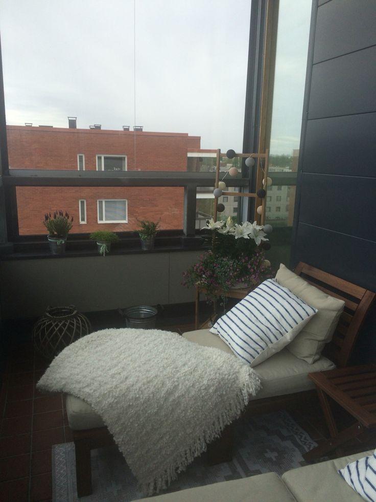 #balcony #citybalcony #ikea #äpplarö #flowers #lights #cozy #homeinspiration #decor