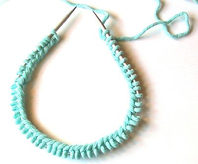 Great Techniques for Knitting in the Round (Circular Needles) - Covers the beginning... which I can never get right!