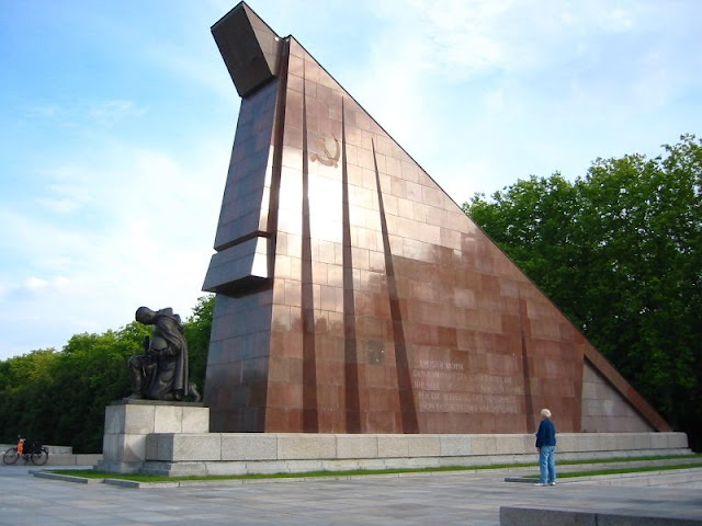 Totalitarian Architecture of the Third Reich