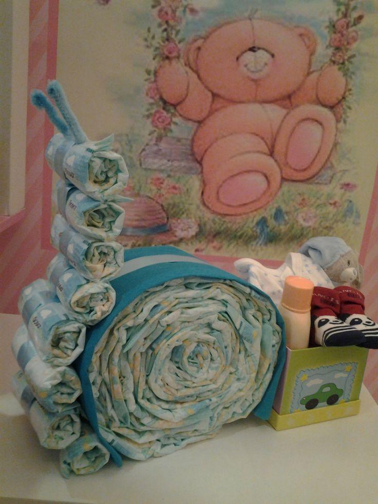 Caracol de pañales...  Incluye: 28 pañales Body Pito Colonia NENUCO Calcetines Todo por 29,95€