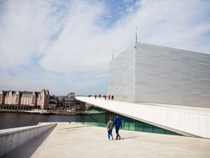 天上を歩けるオペラハウス