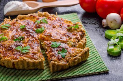 Tarte moutardée au thon, tomates et poireaux