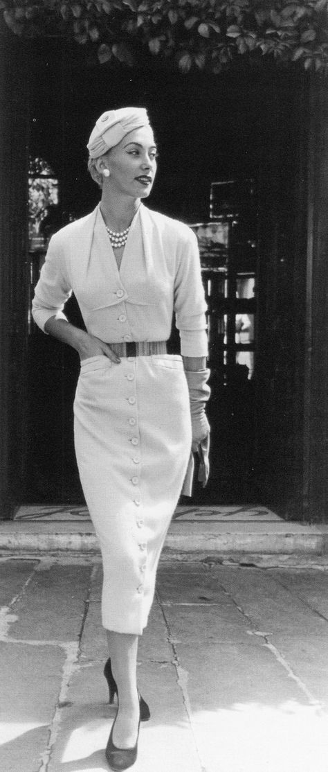 INDUMENTÁRIA | HISTÓRIA DA MODA | 1950 |Dress by Pierre Balmain, photo by Willy Maywald, Paris, 1953