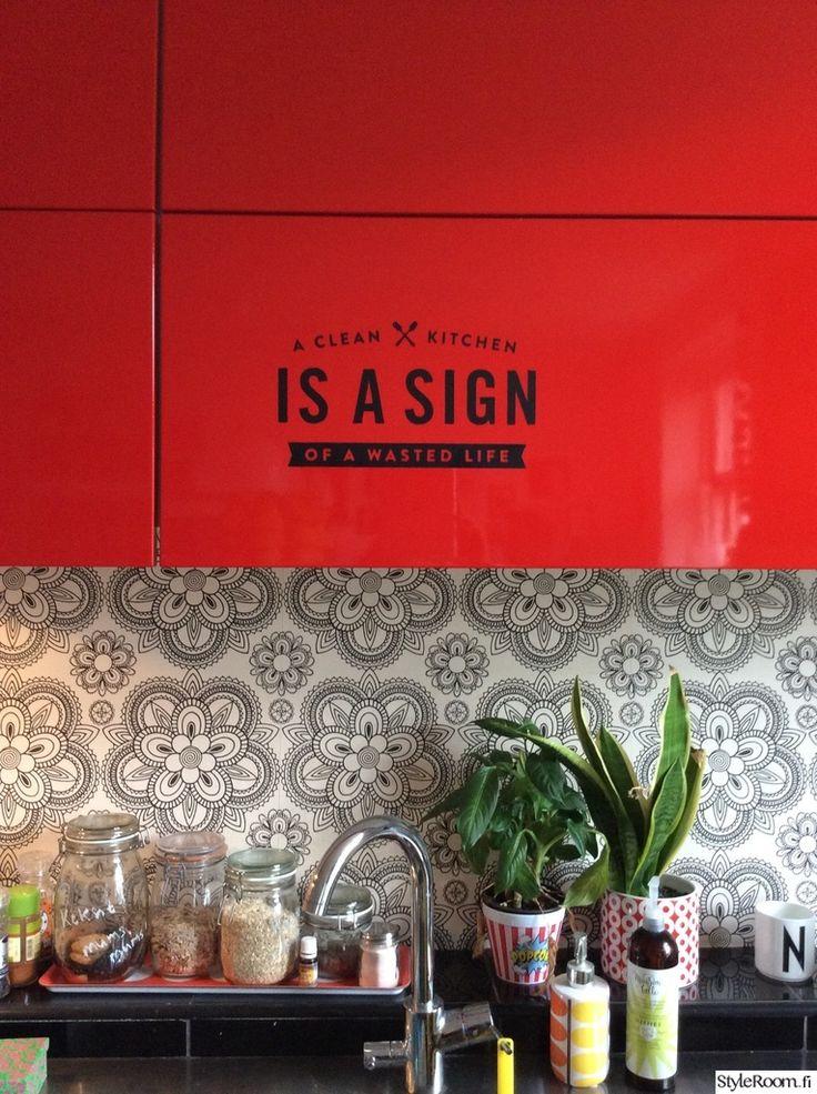 """Jäsenen """"ninahonkanen1"""" keittiön välitilassa on kaunis tapetti #styleroom #inspiroivakoti #keittiö #välitila #tapetti"""