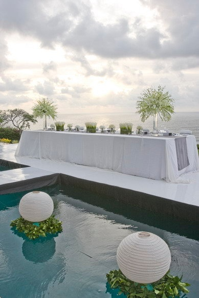 bridal table poolside wedding reception