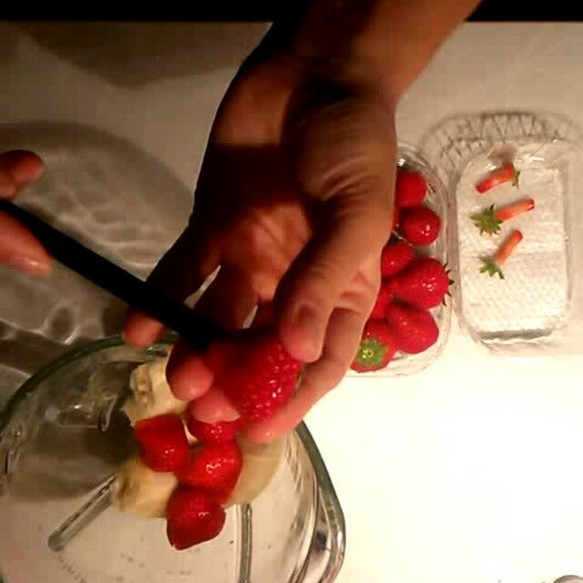 🍓 cutting strawberries like a pro 😝