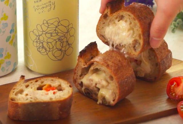 チーズとろりツナメルトスタッフドバケットの作り方