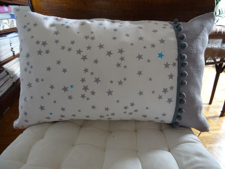 housse de coussin étoilée et lin gris pour chambre d'enfant : Linge de lit enfants par les-tiroirs-de-manine