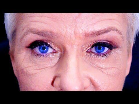 Assista esta dica sobre Maquiagem para Destacar olhos Azuis |  (ou lente de contato azul) e muitas outras dicas de maquiagem no nosso vlog Dicas de Maquiagem.