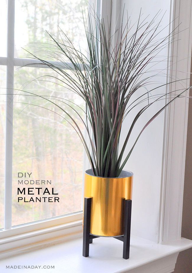 Super easy Faux Gold Metal Planter tutorial, metal adhesive laminate over a glass vase, Easy way to get in on the modern metal home decor trend. Palm via @madeinaday