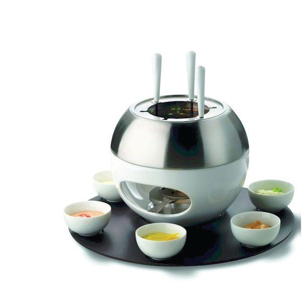Este #Fondeau nos demuestra que usar diseños diferentes en los utensilios y herramientas de cocina hacen de la mesa un espacio ameno y novedoso. Foto vía http://goo.gl/QcIf8Q