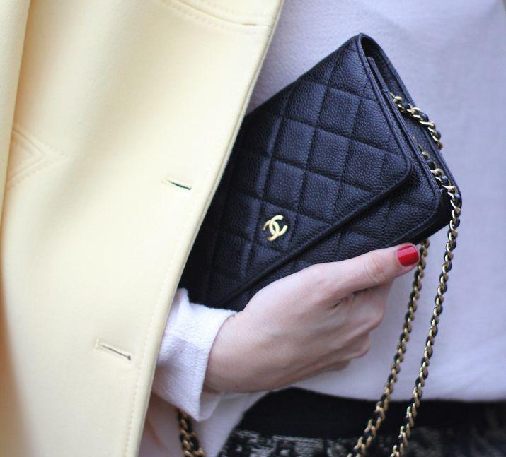 YELLOW COAT | PARIS FASHION WEEK - Mes Voyages à Paris Chanel WOC Chanel Wallet On Chain black
