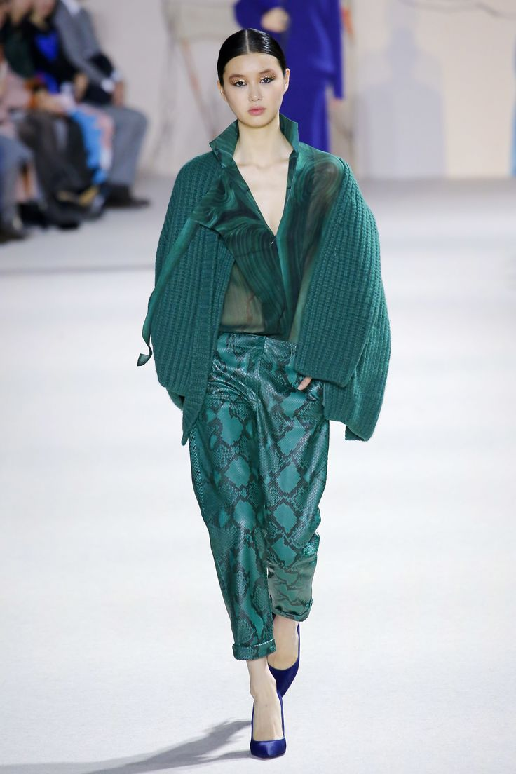 The complete Akris Fall 2018 Ready-to-Wear fashion show now on Vogue Runway.