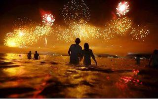 Αuto  Planet Stars: Παραμονή Πρωτοχρονιάς: Πως τη γιορτάζουν σε 10 χώρ...