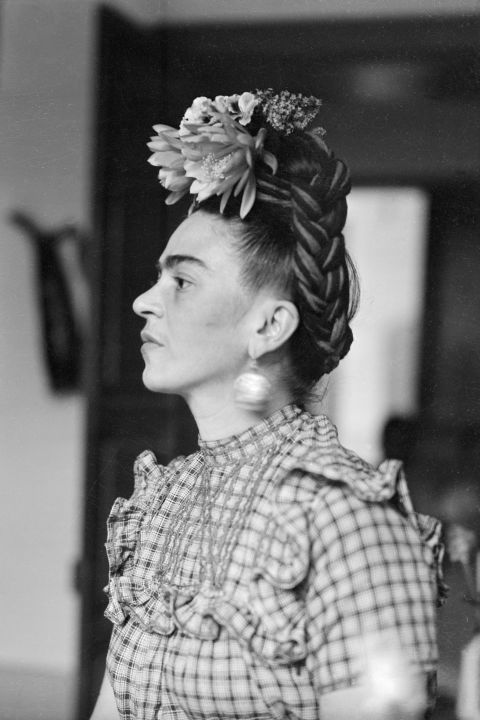 A look back at 12 iconic photos of the artist Frida Kahlo, from 1944 to 1950: