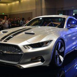 フォードの新型「マスタング」をベースに、カスタムショップのギャルピン・オートスポーツと自動車デザイナーのヘンリック・フィスカー氏が共同で手がけた「ロケット」。このカーボンファイバーで覆われた最高出力725hpの\