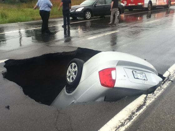 Car almost swallowed by sinkhole in Ottawa