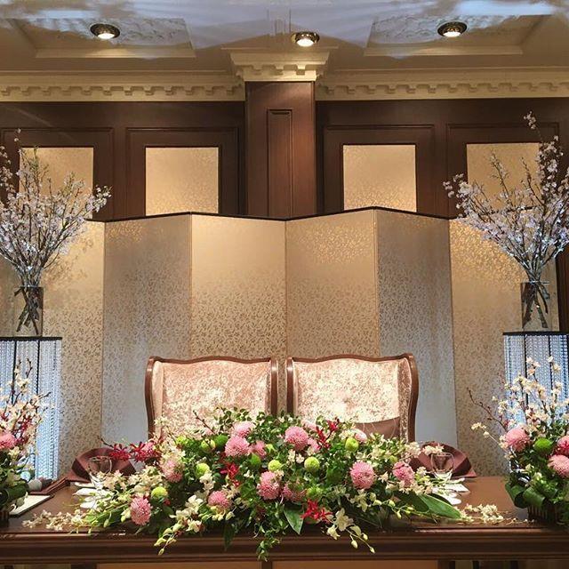 *  一足お先に春の訪れ。  華々しいおふたりの後ろには桜を添えて。  #kotowa鎌倉鶴ヶ岡会館#鎌倉#神前式#和婚#和装#結婚式#挙式#披露宴#オリジナル#コーディネート#dearswedding
