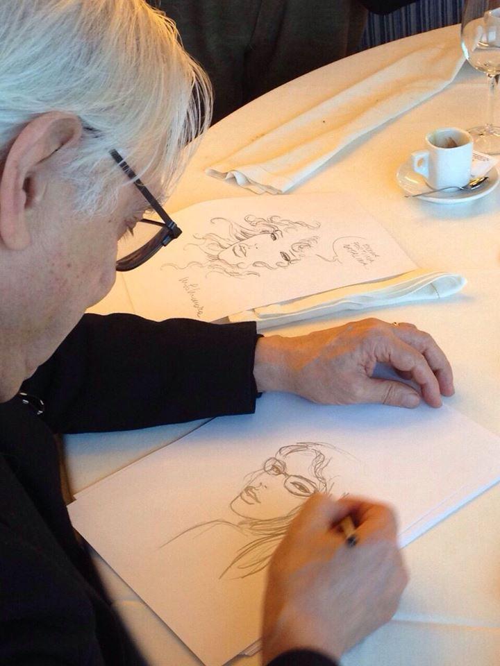 L'artista Milo Manara mentre ritrae il nostro direttore