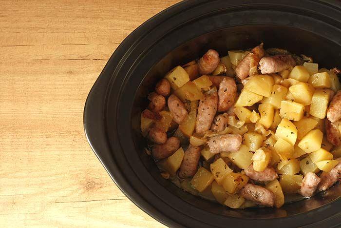 Crockpotting | Cazuela de salchichas y patatas en Crock Pot | http://www.crockpotting.es