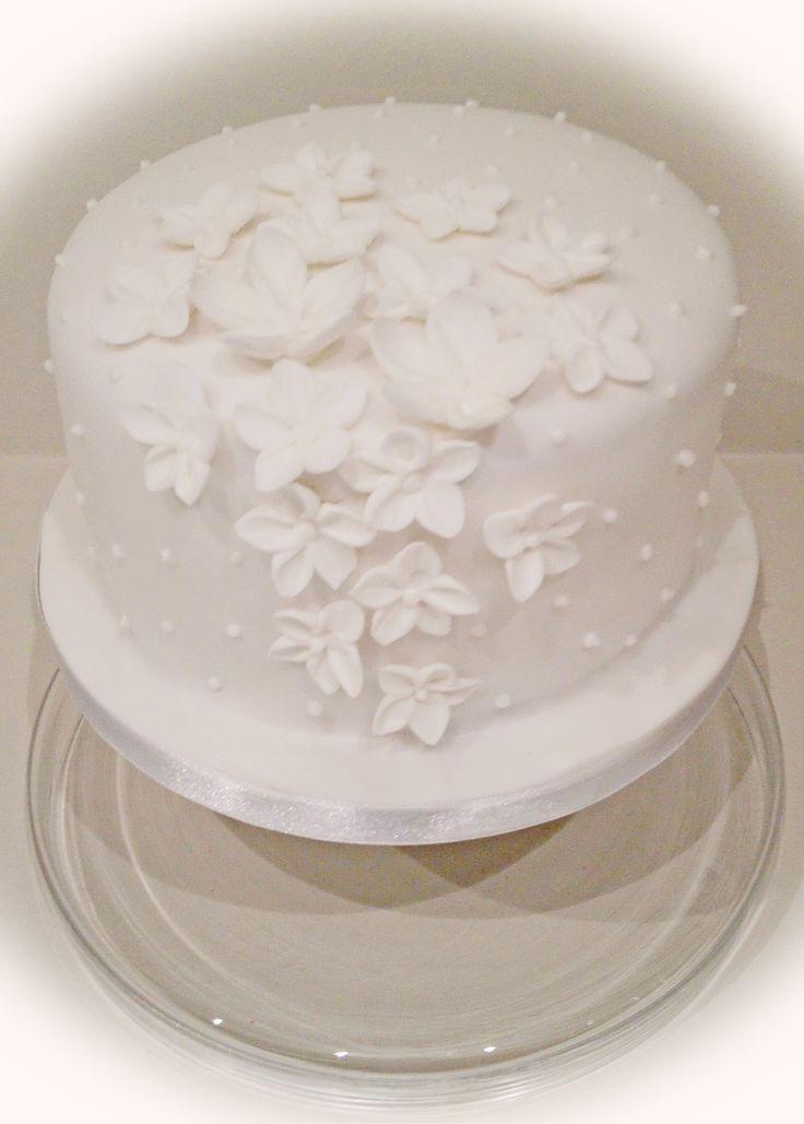 White petals wedding cake