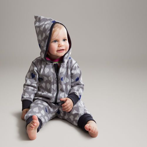 All-in-one made of wonderful jacquard knit with hearts design. The hoodie has a colourful lining with polka dots.