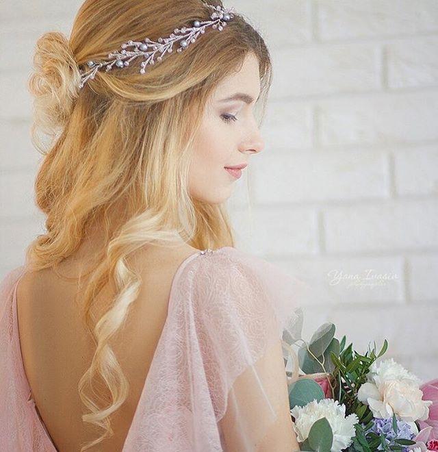 Photographer: @yana.ivasiv Designer dresses: @li_bright_  Flowers & decor: @elenavladi_flowersdecor Mua: [id19203415|@id19203415] Вероника Пятина Hair: [id16193209|@id16193209] Танюшка Takasa  Accessories @berrybranch_ukraine Model: Полина #weddingdress #bridalheadpiece #weddingaccessories #weddinghair #haircomb #hairvine #свадебныеукрашения