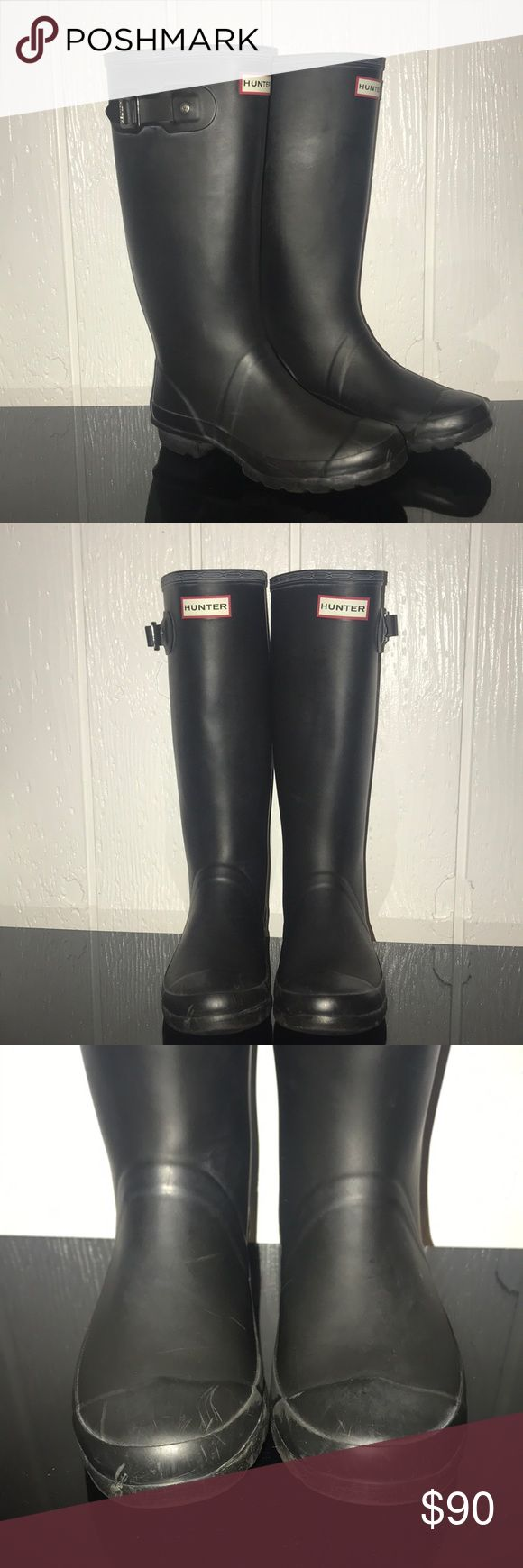 """Hunter Huntress Rain Boots with Fleece Liner Gently Used Condition (scuffs pictured) Matte Black Hunter """"Huntress"""" (Wide Calf) Boots. Great for those with large calves. Women's size 7. No box. Includes grey/purple fleece liners in a size Medium (shoe sizes 5-7)  Will Consider All Offers! Hunter Boots Shoes Winter & Rain Boots"""