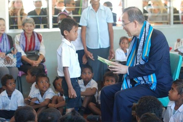 Ban Ki-moon reading in Tais!