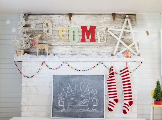 O come all ye faithful rustic pallet sign with faux chalkboard fireplace.. so fun and festive christmas mantel